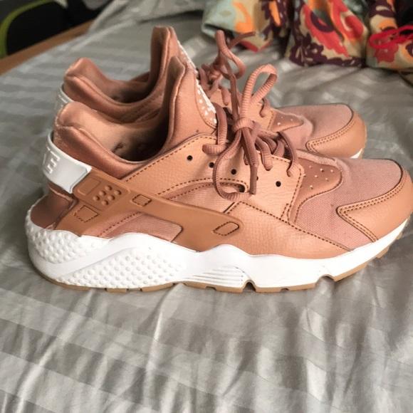 1a404e165cdb Nike Air Huarache size 8.5 dusty pink. M 5b75bd46d6716a39edc74fbd